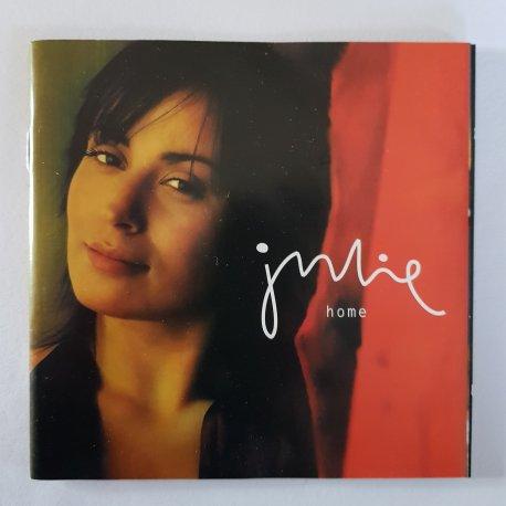 Julie : Home